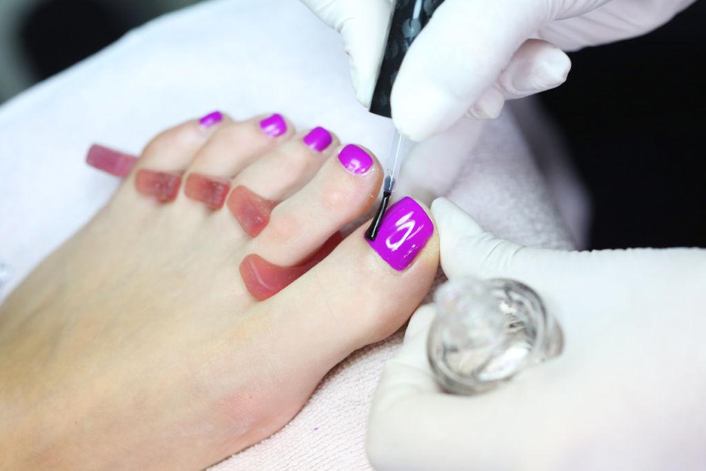 Professional leg nail polishing